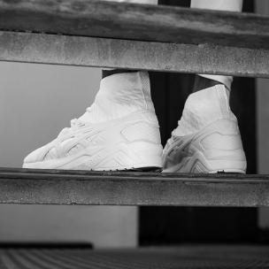 1080x1080_knit_evolve__0006_onfoot-white-4