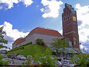 800px-Darmstadt-Mathildenhoehe_mit_Hochzeitsturm_2005-05-08a